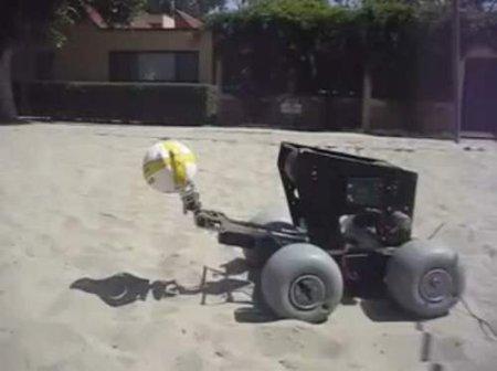 Игра робота в волейбол (видео)
