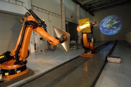 «Космические ремонтники» тренируются на роботах