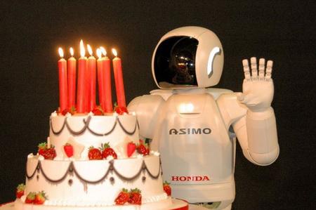 В день рождения робот ASIMO танцевал рок-н-ролл