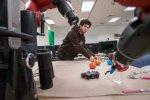 Робот задаёт уточняющие вопросы, чтобы не сделать ошибку